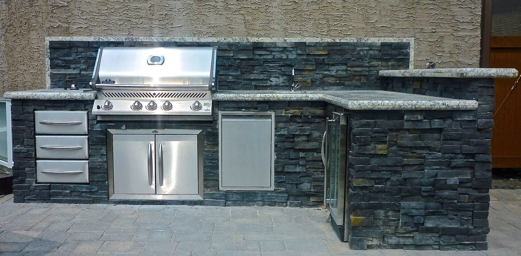 Outdoor kitchens viking landscaping for Viking outdoor kitchen